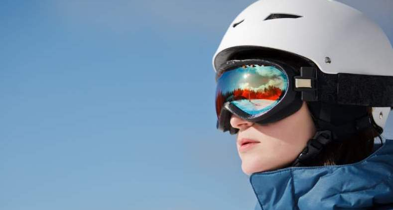women with unfogged ski goggles